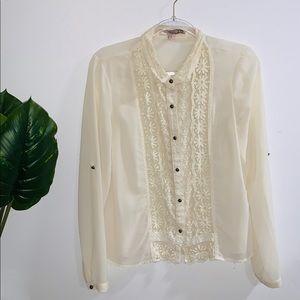 🦋 4/$30 White Cream Blouse Floral Detail Medium